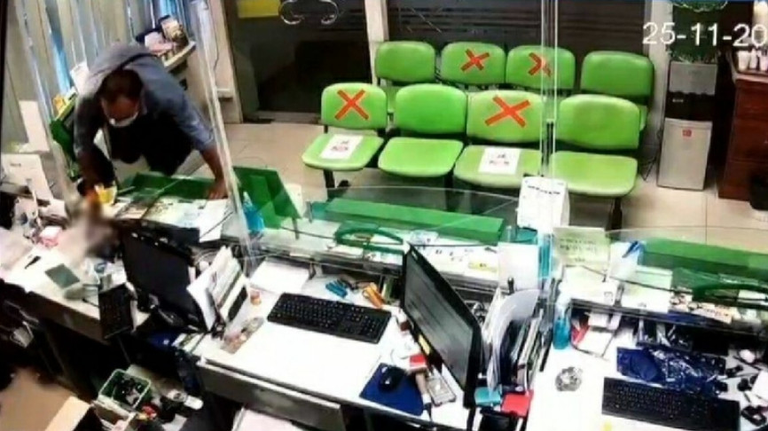 Gunman robs GH Bank of over Bt500,000